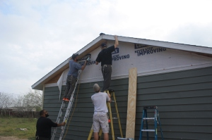 Jon, Jack, Tim, and Ed complete the vinyl siding.