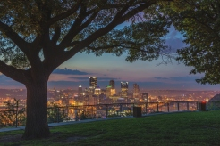 pittsburgh-skyline-through-the-trees-on-the-west-end-overlook