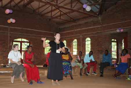 Rachael speaks to the youth of Mbenjere.